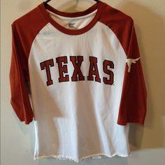 SALE Men's 3/4 sleeve Texas Longhorns shirt Men's 3/4 sleeve Texas Longhorns tshirt. Size medium, in great condition. Make an offer! Tops Tees - Long Sleeve