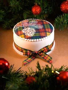 Found on Bing from www.pinterest.com Christmas Cake Designs, Christmas Cake Decorations, Holiday Cakes, Christmas Desserts, Christmas Baking, Christmas Cakes, Milanesa, Beautiful Cakes, Amazing Cakes