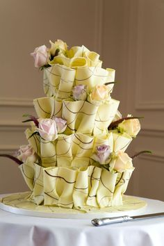 Marbled chocolate ruffle cake by lllllol Round Wedding Cakes, Amazing Wedding Cakes, Amazing Cakes, Gorgeous Cakes, Pretty Cakes, Cute Cakes, Unique Cakes, Creative Cakes, Rodjendanske Torte