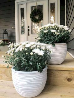 Love these white chalk painted flower pots, filled with white mums for fall. Neutral Farmhouse Fall Decor – Valley + Birch Love these white chalk painted flower pots, filled with white mums for fall. Front Porch Flowers, Front Porch Plants, Front Porch Garden, Front Yard Planters, Country Front Porches, White Planters, White Vases, White Mums, White Porch