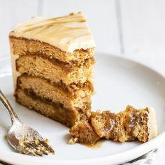 Guinness Chocolate Cake with Irish Buttercream - Handle the Heat How To Make Butterscotch, Butterscotch Cake, Great Desserts, Dessert Recipes, Brownie Recipes, Delicious Desserts, Sour Cream Cake, Ice Cream, Cake Fillings