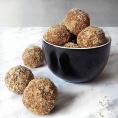 Najszybsze zdrowe TRUFLE A'LA SNICKERS ever. Tylko 3 składniki. Jak dla mnie HIT. Musicie zrobić. Prościej już chyba się nie da. ✔zmielone orzechy (np.laskowych) lub migdały lub mąka orzechowa/migdałowa ✔daktyle ✔masło orzechowe Daktyle i masło orzechowe @purerein ♡♡ PRZEPIS do wydrukowania jeszcze dzisiaj na blogu 😘😘 ▫️▫️▫️▫️▫️▫️▫️▫️▫️▫️ #zdroweprzepisy #dietaniemusibyćnudna #fitsweets #fitprzepis #przepisytetiisheri #zdrowesłodycze #zdroweslodycze #zdrowejedzenie #czystamicha #eatclean…