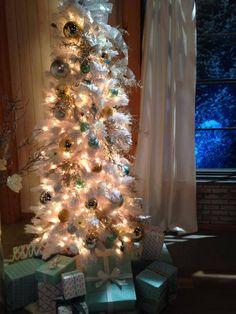 LOVE THIS WHITE TREE