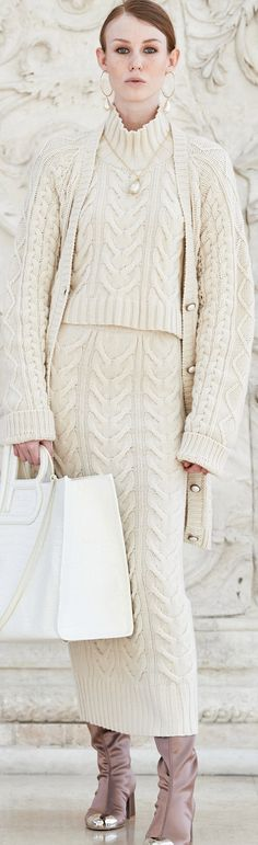Chic Outfits, Fashion Outfits, Womens Fashion, Fashion Trends, Edgy Chic, Laura Biagiotti, Knitwear Fashion, Pulls, Winter Fashion