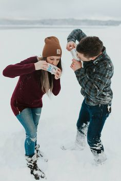 Snow Engagement Photos in Shaver Lake // Lacey + Luke – TONI G PHOTO // Yosemite Wedding Photographer - Beauty. Winter Couple Pictures, Winter Engagement Pictures, Country Engagement Pictures, Mountain Engagement Photos, Engagement Photo Outfits, Winter Pictures, Engagement Pics, Fall Engagement, Engagement Photography