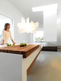 *kitchen design, modern, contemporary interiors, white* - Conviviality: una cucina studiata per accogliere gli ospiti.