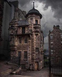 architecture - Edinburgh has some amazing buildings Places To Travel, Places To Visit, Destinations, Amazing Buildings, Amazing Houses, Destination Voyage, Scotland Travel, Scotland Uk, Scotland Funny