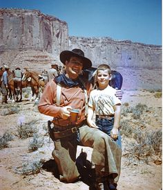 Li'l Rob Word met Duke Wayne on the set of The Searchers, Hollywood Stars, Old Hollywood, Classic Hollywood, Old Movies, Vintage Movies, Ken Curtis, Harry Carey, John Wayne Movies, The Searchers