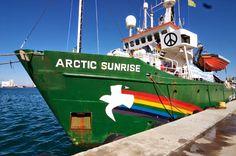 Retenido el barco de Greenpeace en Canarias
