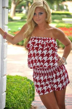 Large houndstooth print. Roll Tide Ladies!  RollTideWarEagle.com sports stories that inform and entertain, plus #collegefootball rules tutorial. Check out our blog and let us know what you think. #Alabama