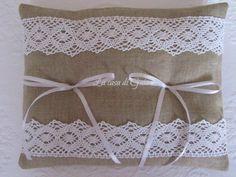 Cuscino porta fedi in lino naturale e pizzo bianco, by ♥La casa di Gaia♥, 24,00€ su misshobby.com