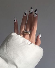 20 Stylish Nail Trends To Try in 2019 - The Trend Spotter nails nail art technician beauty suzie polish c Summer Acrylic Nails, Best Acrylic Nails, Summer Nails, Cow Nails, Fire Nails, Minimalist Nails, Minimalist Fashion, Dream Nails, Nagel Gel