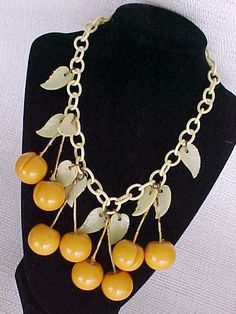 VINTAGE RARE YELLOW CHERRIES BAKELITE NECKLACE