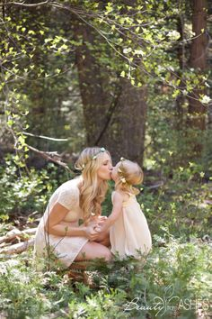 Enchanted mommy daughter photos! Way to sweet! #flowercrowns #mommmydaughter #photos #flowercrowns