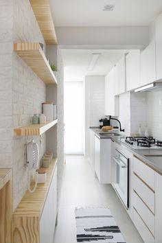 Galley Kitchen Design, Kitchen Room Design, Modern Kitchen Design, Interior Design Kitchen, Kitchen Decor, Home Design Decor, Küchen Design, House Design, Flat Design