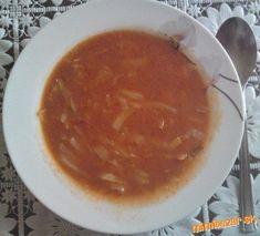 Kapustu nakrájame na tenké rezance, potom ju vsypeme do hrnca na rozohriaty olej, posypeme rascou a ... Chili, Soup, Ethnic Recipes, Chile, Soups, Chilis