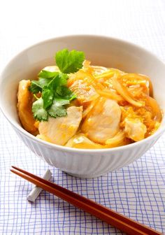 JAPANESE HOME COOKING: Oyakodon, Rice bowl topped with chicken and fluffy egg|親子丼