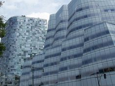 IAC Building and 100, 11th avenue Residences (Chelsea). Frank Gehry and Jean Nouvel, two Pritzker Prizes side by side.