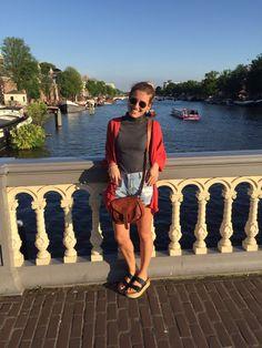 """Die Handtasche """"Romy"""" mag luftige Sommerkleidchen und Strandspaziergänge genauso gern wie Cocktaildresses und die Tanzfläche. Mit ihrer idealen Größe erweist sie sich als perfekter Freizeitbegleiter, der nicht nur schick, sondern auch praktisch ist - Lederhandtasche - Vintage - Gusti Leder - M23"""