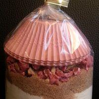 Bonjour!  Encore une idée de cadeau gourmand: le kit muffin aux pralines!  Ingrédients: 370g de farine 1 pincée de sel 1/2 sachet de levure chimique 120g de cassonade 80g de pralines roses 1...