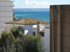 Property with terrace and sea view in Cala Major