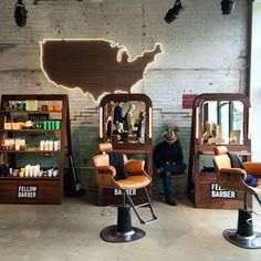 Fellow pop-up barber stations at the ready. We are in Detroit @willysdetroit today through Sunday.