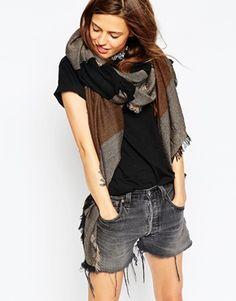 ASOS – Oversized-Schal mit Ton-in-Ton-Streifen