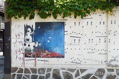 """서울 곳곳 골목에서 벽과 이야기하다 - 도심에서 만날 수 있는 벽화거리 """"벽화 속 젖소는 왜 벽화를 지우고 있을까요?"""""""