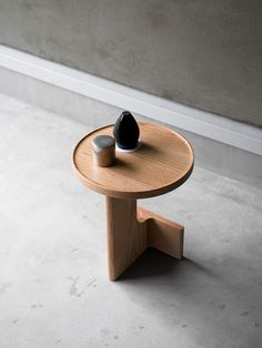 Furniture now: dark wood and round shapes Upholstered Furniture, Wood Furniture, Furniture Design, Furniture Ideas, Trendy Furniture, Wood Design, Dark Wood, Wood Stool, Minimalist Furniture