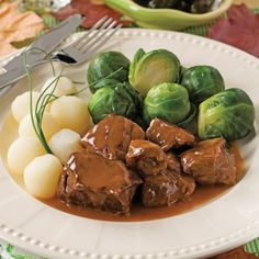 Beef with maple syrup-Boeuf au sirop d'érable Beef with maple syrup – Cooking recipes, tricks and tips – Canal Vie - Other Recipes, Meat Recipes, Slow Cooker Recipes, Gourmet Recipes, Crockpot Recipes, Cooking Recipes, Good Food, Yummy Food, Savoury Dishes