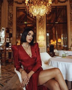 Fashion Dresses Chic red dress for Valentines Day. Fashion 101, Fall Fashion Trends, Look Fashion, Autumn Fashion, Womens Fashion, Fashion Design, Ladies Fashion, Fashion Ideas, Red Fashion