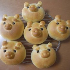 cute food ideas from little pigs to rose cupcakes. Cute Food, I Love Food, Good Food, Yummy Food, Pig Party, Cute Pigs, Little Pigs, Food Humor, Creative Food