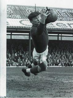 Man Utd goalkeeper Harry Gregg in Sport Football, Soccer, Blackpool Fc, Man Utd Crest, Association Football, Most Popular Sports, Old Trafford, Fa Cup, Man United