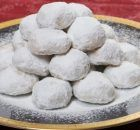 Recipe for Kourabiedes (Almond sugar cookies) Greek Sweets, Greek Desserts, Cookie Desserts, Greek Recipes, Cookie Recipes, Dessert Recipes, Xmas Food, Christmas Sweets, Christmas Time
