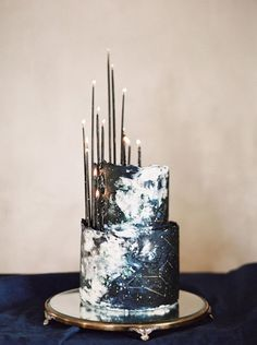 navy and white constellation wedding cake with thin black candles Pretty Cakes, Beautiful Cakes, Amazing Cakes, Gorgeous Gorgeous, Simply Beautiful, Black And White Wedding Cake, White Wedding Cakes, Wedding Orange, Black Party