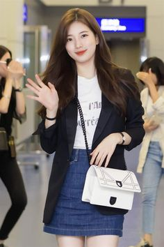 Celebrity Airport Travel Outfits 63 New Ideas Travel outfit airport cel … Celebrity Airport Travel Outfits 63 New Ideas Travel outfit airport cel … Airport Travel Outfits, Airport Style, Airport Fashion, Kpop Fashion, Star Fashion, Korean Fashion, Kpop Outfits, Korean Outfits, Denim Outfits