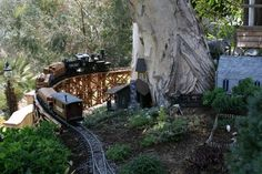 Beautiful-and-spectacular-Garden-Railway-1