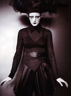 guinevere van seenus photographed by paolo roversi and styled by lucinda chambers for the editorial neo geisha in vogue uk june . Paolo Roversi, Dark Photography, Editorial Photography, Fashion Photography, Vogue Editorial, Editorial Fashion, Guinevere Van Seenus, Geisha Art, Vintage Goth