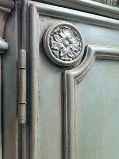 Annie Sloan Chalk Paint French Linen, Annie Sloan Chalk Paint Colors, Annie Sloan Painted Furniture, Painted Armoire, Blue Chalk Paint, Annie Sloan Paints, Chalk Paint Furniture, Annie Sloan Chalk Paint Provence, Redoing Furniture