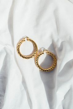 Discover more about --- earrings piercings Cute Jewelry, Gold Jewelry, Jewelry Box, Jewelry Accessories, Fashion Accessories, Jewelry Trends, Jewelry Stores, Armband Tutorial, Fashion Earrings