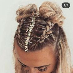 Fun and festive hairstyle for NYE by :: NYE Hairstyles for women NYE hair Hairstyle inspiration Hairstyles with glitter Topknot buns french braid hairstyles clip in extensions French Braid Hairstyles, Easy Hairstyles, 2 Buns Hairstyle, Hairstyles Tumblr, Boxer Braids Hairstyles, Hairstyle Ideas, Cute Hairstyles With Braids, Hairstyles For Women, Style Hairstyle