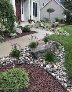 When the front yard landscaping is not good enough. Let's take a look at three quality front yard landscaping ideas to keep in mind and give a try. Sidewalk Landscaping, Small Backyard Landscaping, Landscaping With Rocks, Landscaping Borders, Acreage Landscaping, Mailbox Landscaping, Landscaping Tips, Cheap Landscaping Ideas For Front Yard, Front House Landscaping