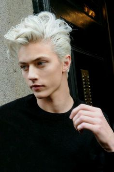 Lucky Blue Smith (born June is an American model. Lucky got signed to NEXT Models by the age of He also formed a surf-rock band called The Atomics with his three older sisters, Starlie Cheyenne, Daisy Clementine & Pyper America. Lucky Blue Smith, Hairstyles Haircuts, Haircuts For Men, Trendy Hairstyles, Layered Hairstyles, Medium Hairstyles, Short Haircuts, Hot Hair Colors, Ombre Hair Color