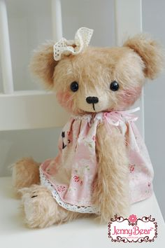 """Jenny Bear from the """"Day dress"""" series by Jenny Lee: Shulte sparse mohair, Suede paw pads, German glass eyes, Embroidered nose, Cotter pin joints / http://www.jennylovesbenny.com/jennybearindaydress4.html"""