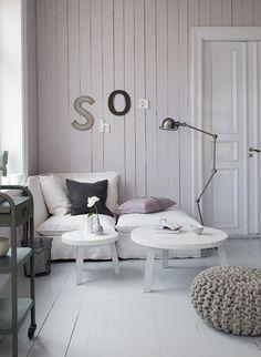 een comfortabele zetel met leeslamp, ideale hoek om te genieten van een goed boek