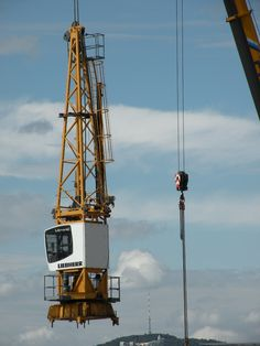 Crane Construction, Heavy Construction Equipment, Heavy Equipment, Sanya, Civil Engineering, Oil And Gas, Moving Trucks, Beauty Beast, Iron