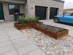 Store Højbede i højden 40 cm i corten stål – De er foret med flamingo Front Walkway, Front Yard Landscaping, Garden Paving, Terrace Garden, Small Gardens, Outdoor Gardens, Garden Deco, Garden Fountains, Exterior