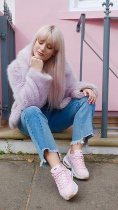 Nike Air Max 95 Prism Pink White Sheen - Hers trainers Cute Comfy Outfits, Trendy Outfits, Fashion Outfits, Fashion Trends, Pink Nike Shoes, Nike Shoes Outfits, Air Max 95 Pink, Jeans With Heels, Purple Outfits