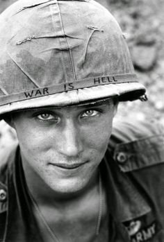 Funny pictures about Ridiculously photogenic soldier in Vietnam. Oh, and cool pics about Ridiculously photogenic soldier in Vietnam. Also, Ridiculously photogenic soldier in Vietnam. Rare Historical Photos, Powerful Pictures, Amazing Pictures, Sad Pictures, Inspiring Pictures, Pictures Of People, Unknown Soldier, Foto Blog, Iconic Photos