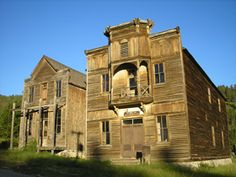 There are numerous ghost towns in Montana that provide vivid peeks into the life in the Old West, especially at the many old mining camps located in Montana Abandoned Castles, Abandoned Mansions, Abandoned Places, Spooky Places, Haunted Places, Haunted Houses, Old Buildings, Abandoned Buildings, Ghost Towns Of America